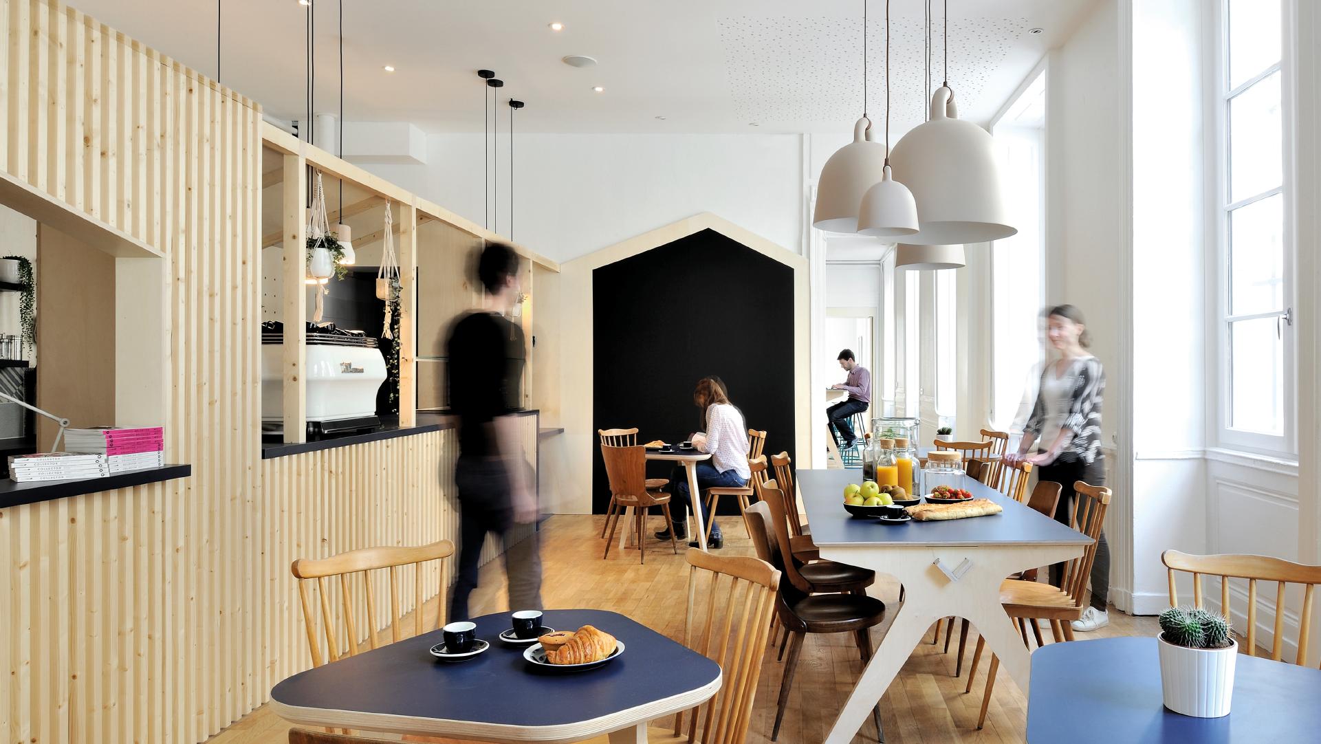 away hostel lyon auberge de jeunesse coffee shop. Black Bedroom Furniture Sets. Home Design Ideas