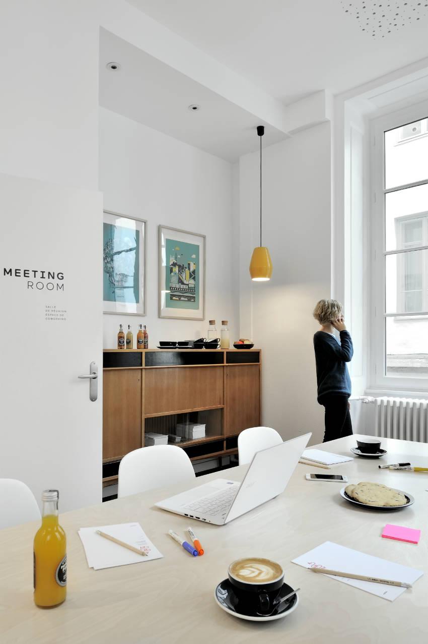 photos away hostel lyon. Black Bedroom Furniture Sets. Home Design Ideas