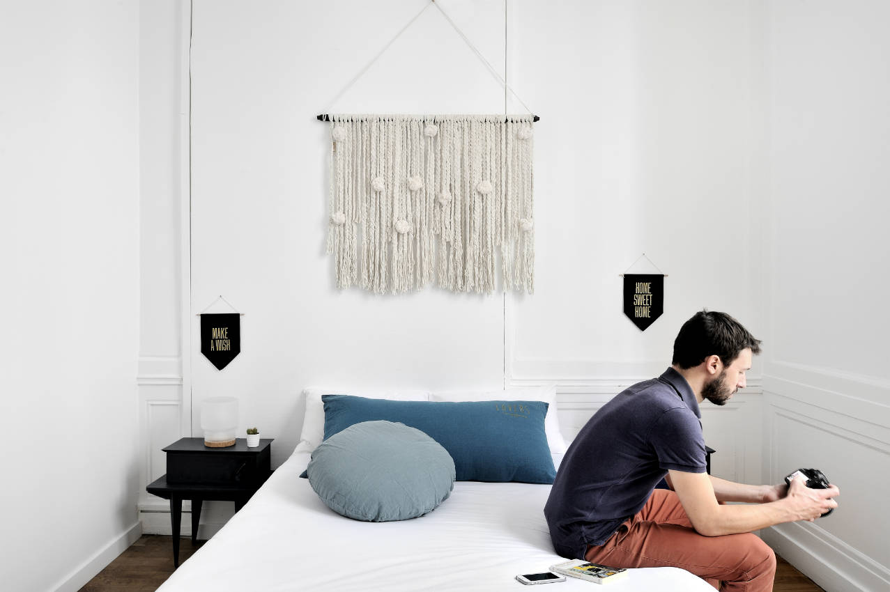 away hostel lyon auberge de jeunesse coffee shop events lyon. Black Bedroom Furniture Sets. Home Design Ideas